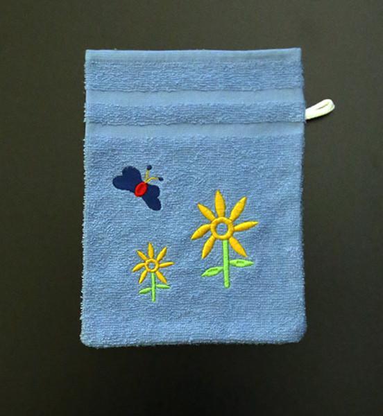 Bestickter Waschhandschuh in Blau