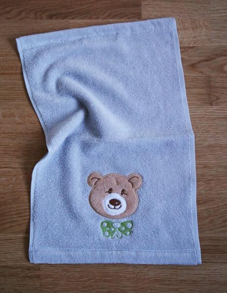 """Kleines Handtuch mit Bär """"Ella"""" in Silber"""